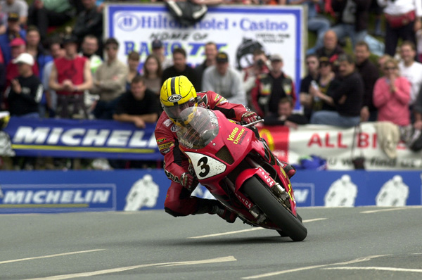 Joey-Dunlop-riding-the-SP1-Honda