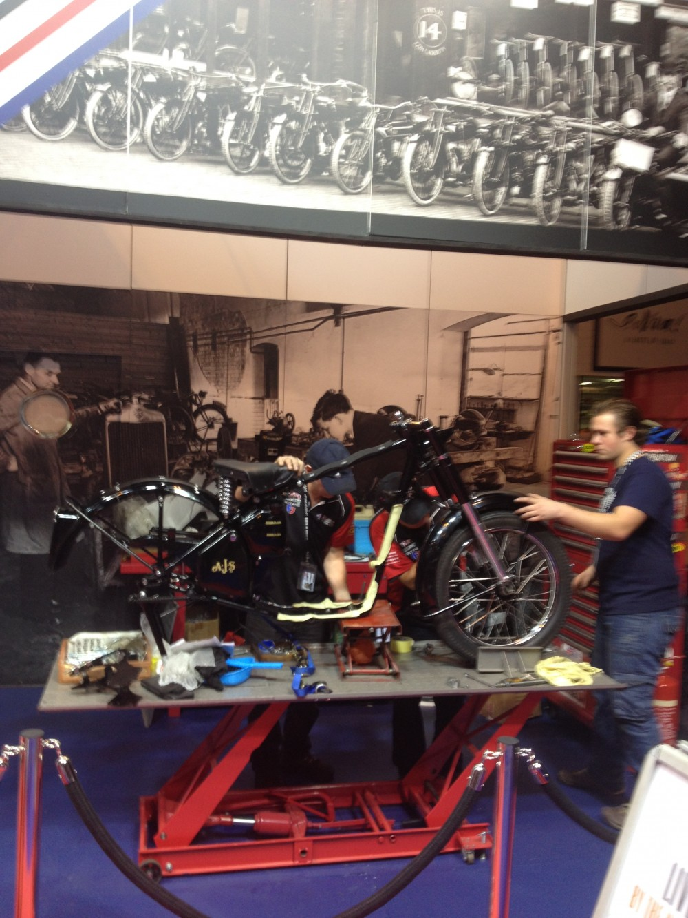 restoration-at-the-motorcycle-live