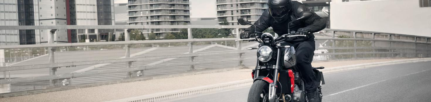 Trident---Hero-Riding-2